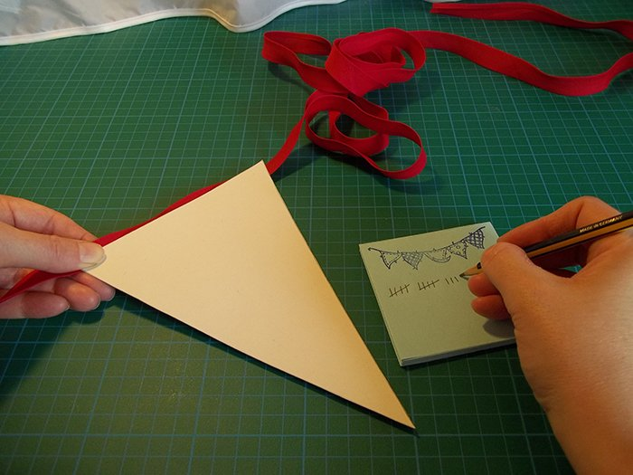 things to make and do make reversible fabric bunting. Black Bedroom Furniture Sets. Home Design Ideas