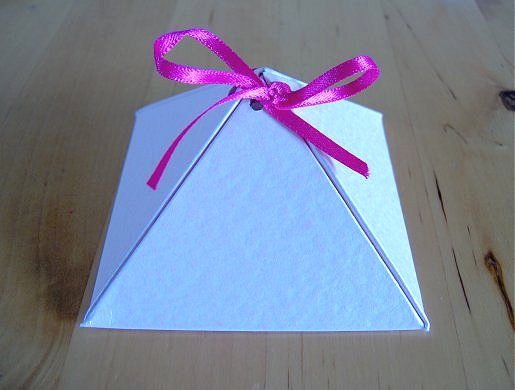 ▓◄ أعمـآل يدويـــة [عمل علب للهدايا] ..►▓ Pyramid-box-how-to-make-6a