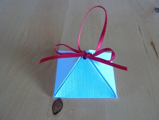 ▓◄ أعمـآل يدويـــة [عمل علب للهدايا] ..►▓ Pyramid-box-how-to-make-7a