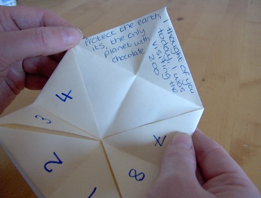 How do you use a fortune teller cootie catcher